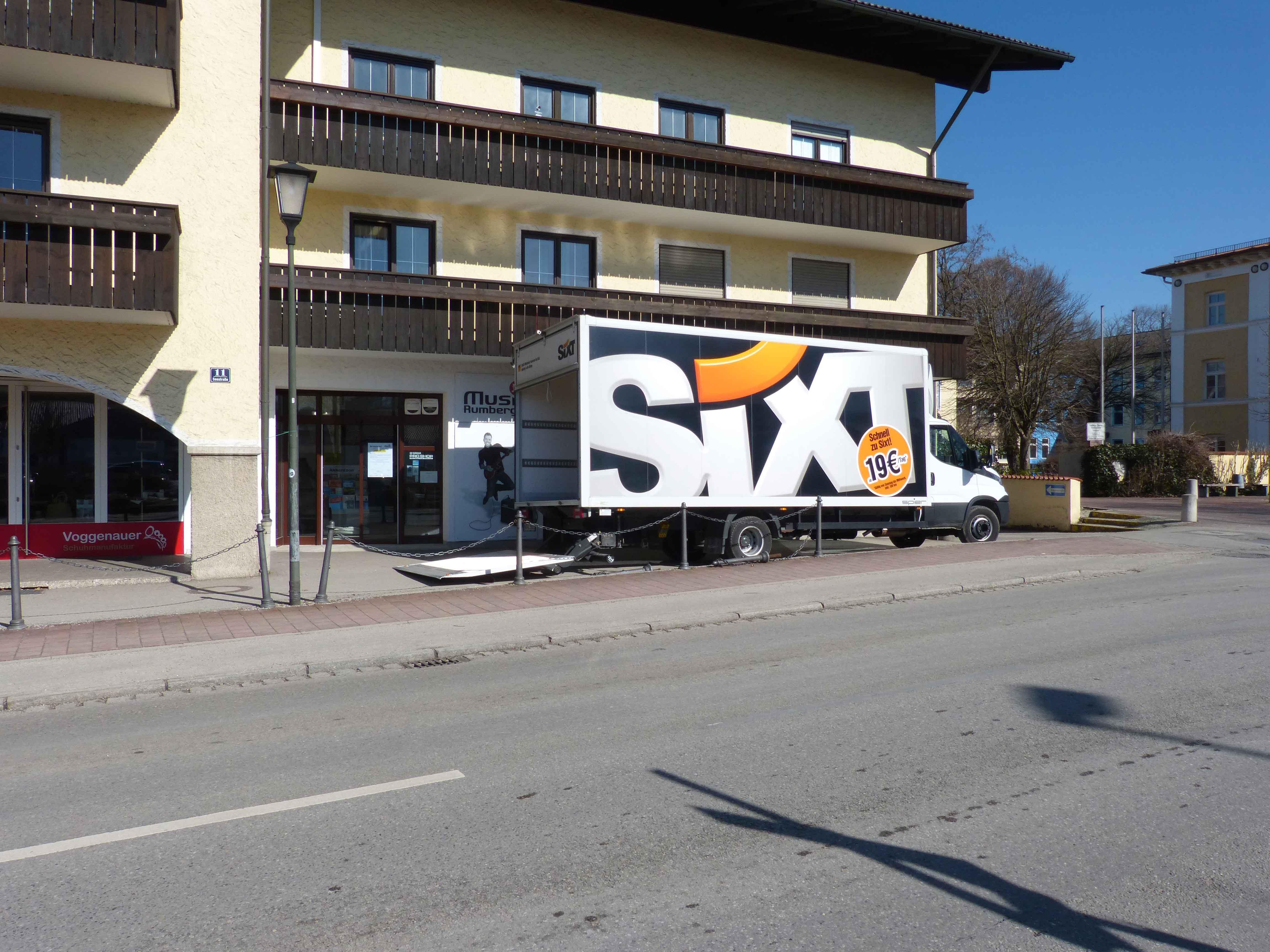 Der Umzugs-LKW von Sixt füllt sich immer mehr...