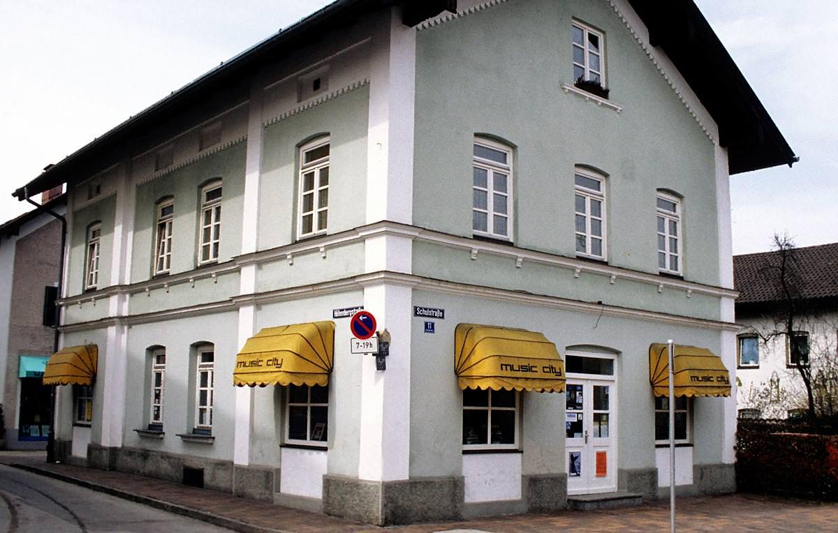 Historie - Übernahme von Musikcity in Prien als Zweigstelle 1996